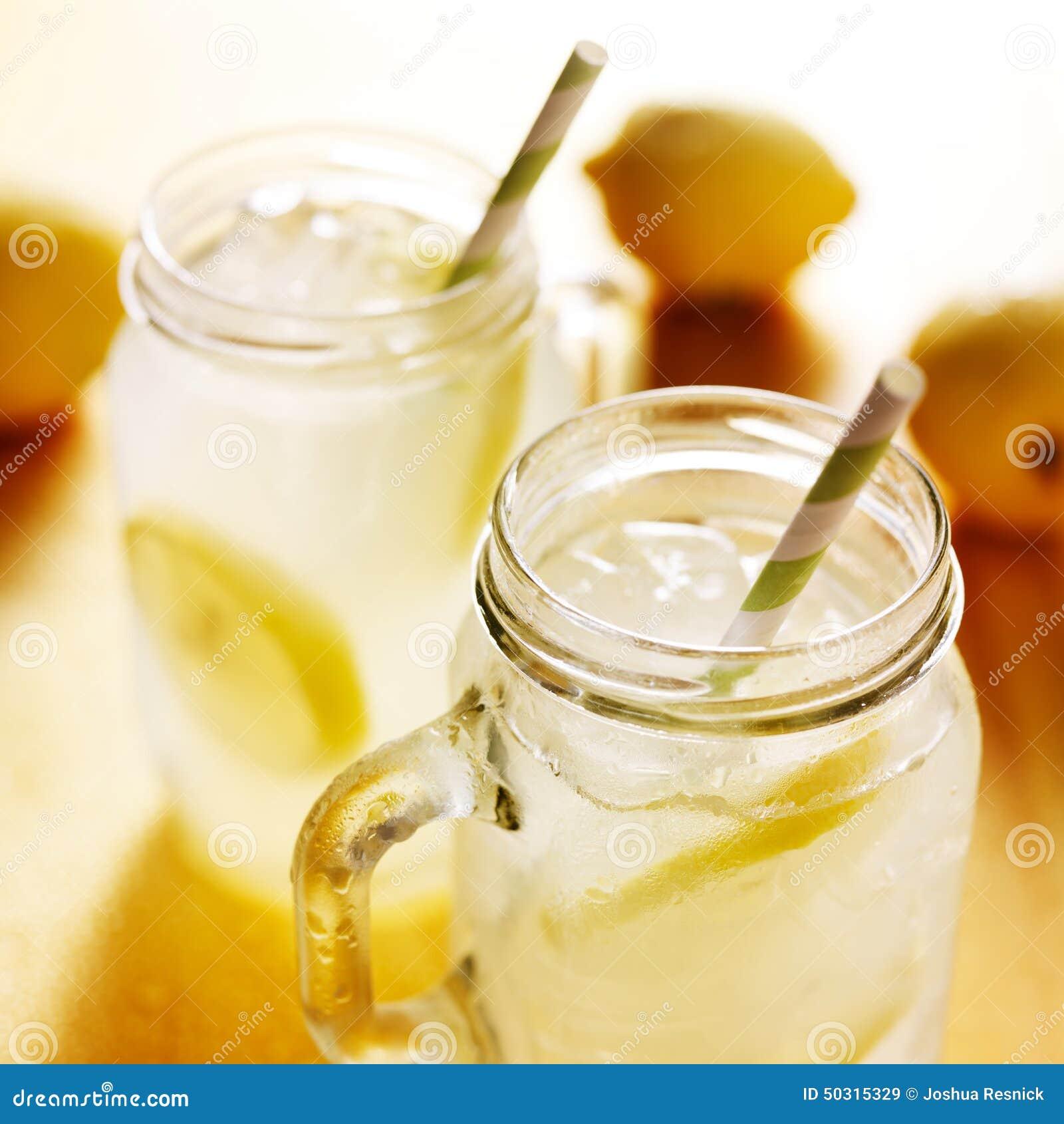 how to make a glass of homemade lemonade