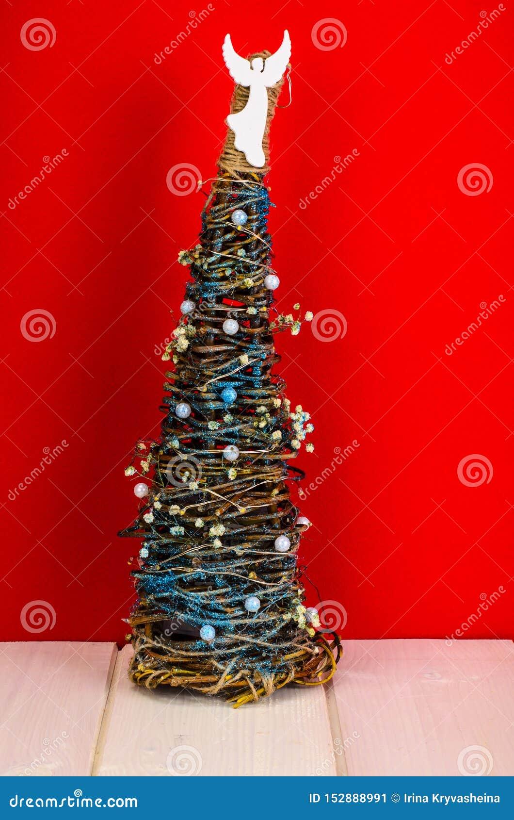Homemade wicker Christmas crafts