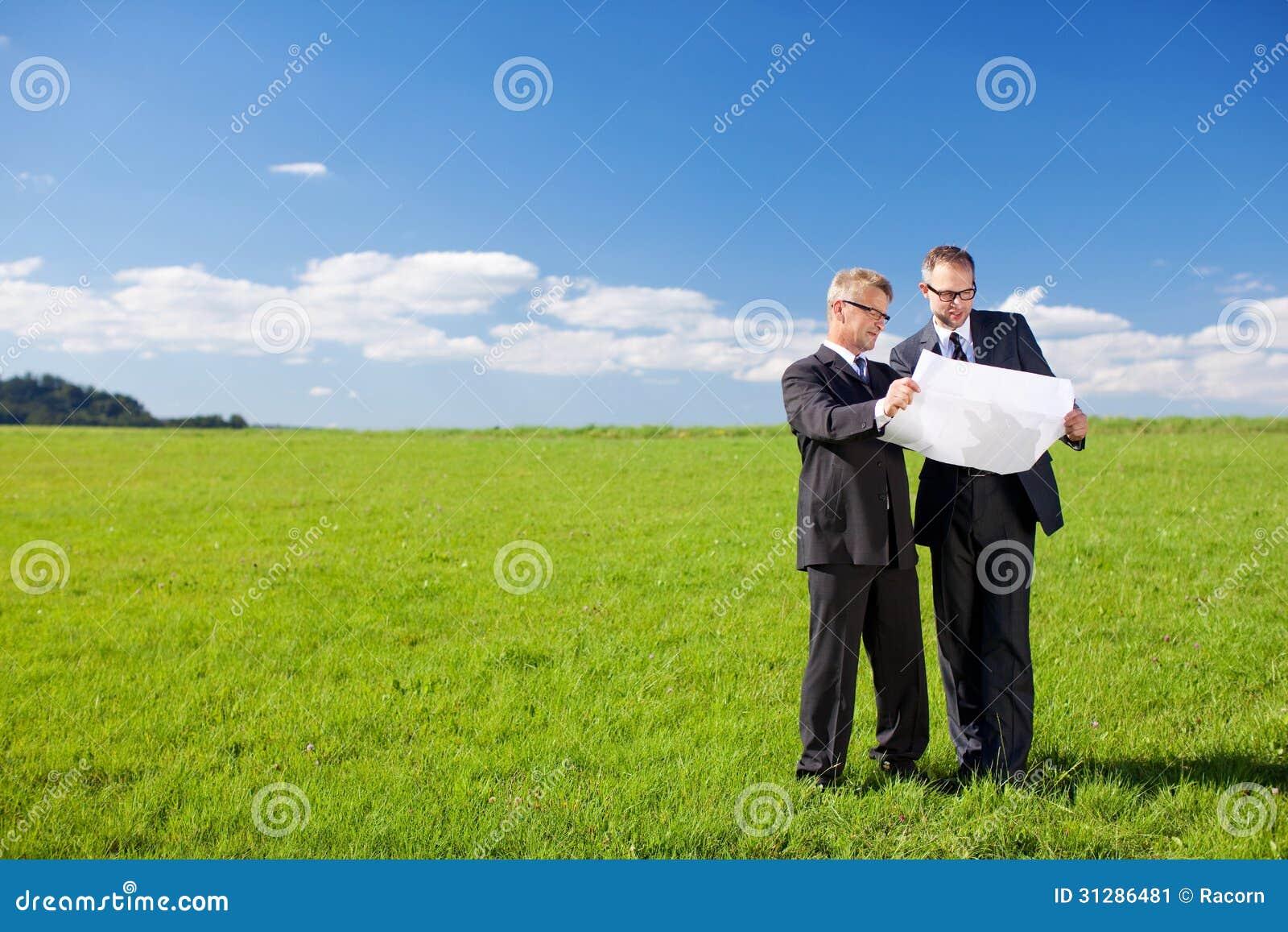Homens de negócios do planeamento