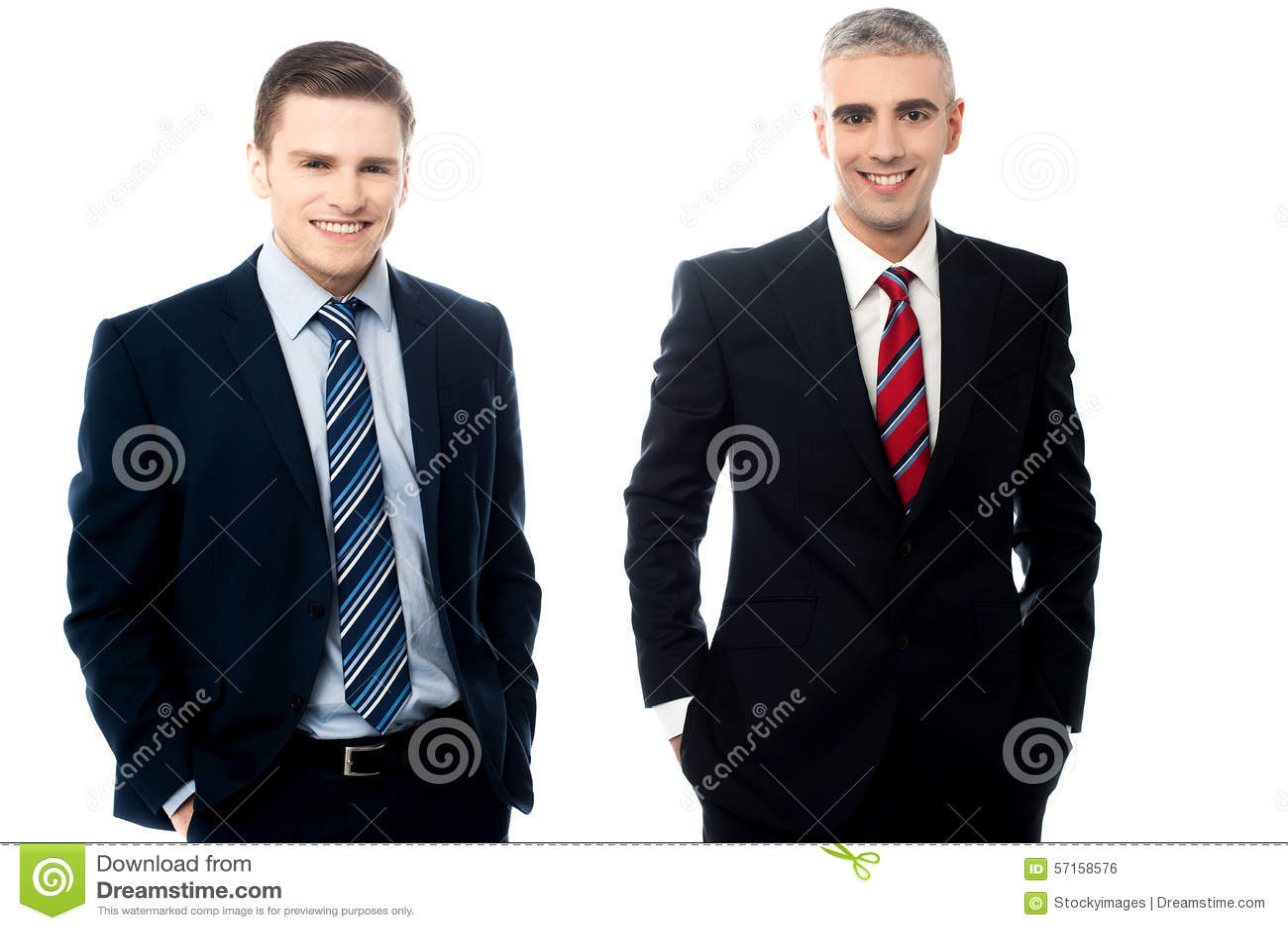 Homens de negócios novos que levantam junto