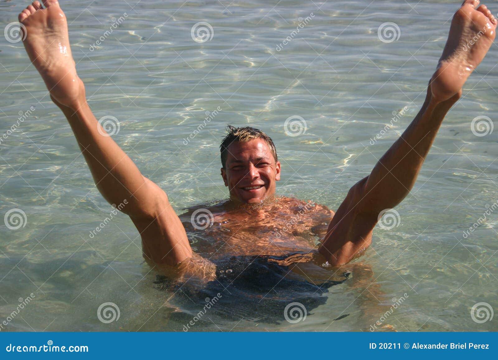 Homens na água