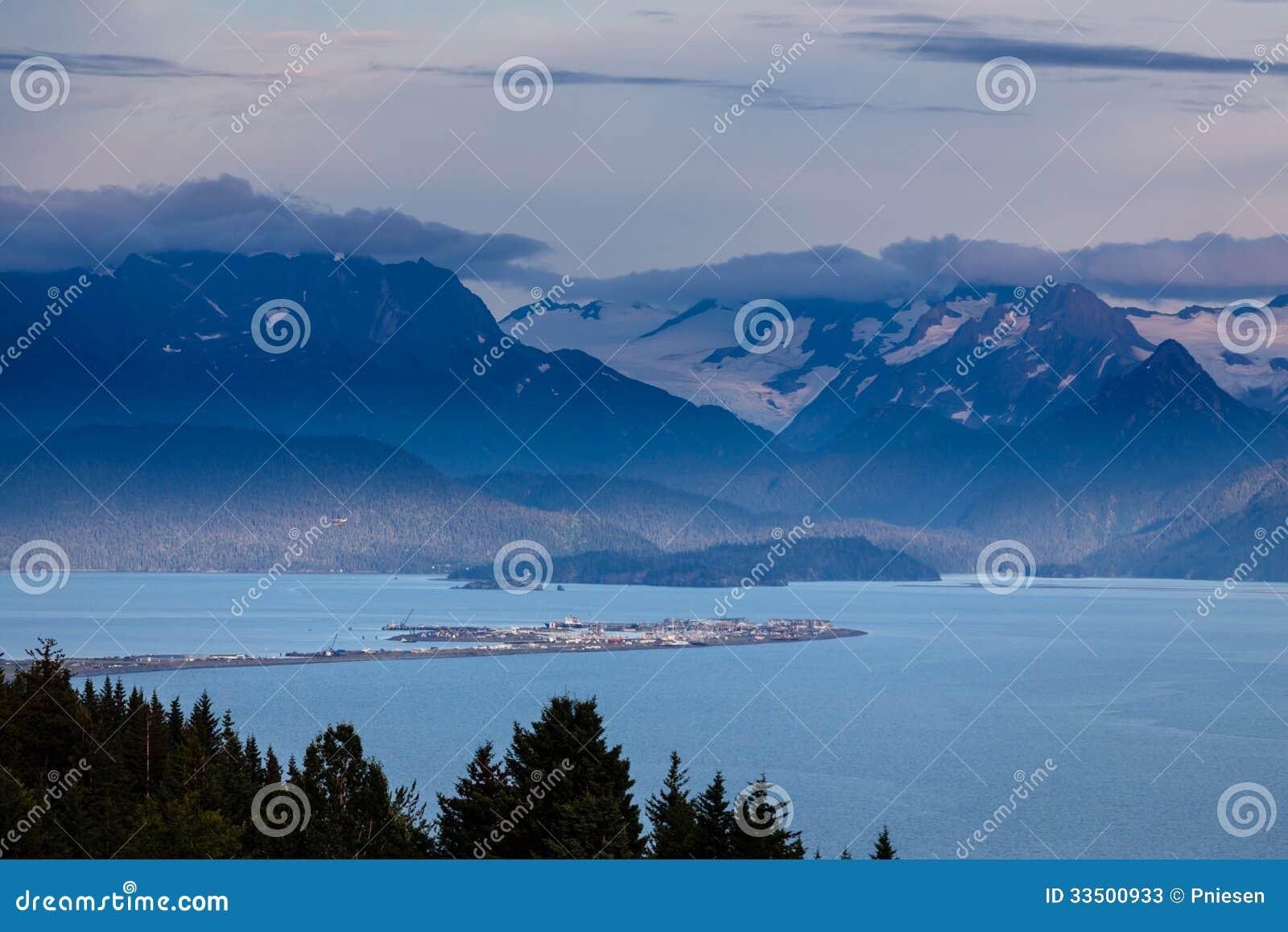 Homer Spit i den Kachemack fjärden som omgavs av glaciären, fyllde berg