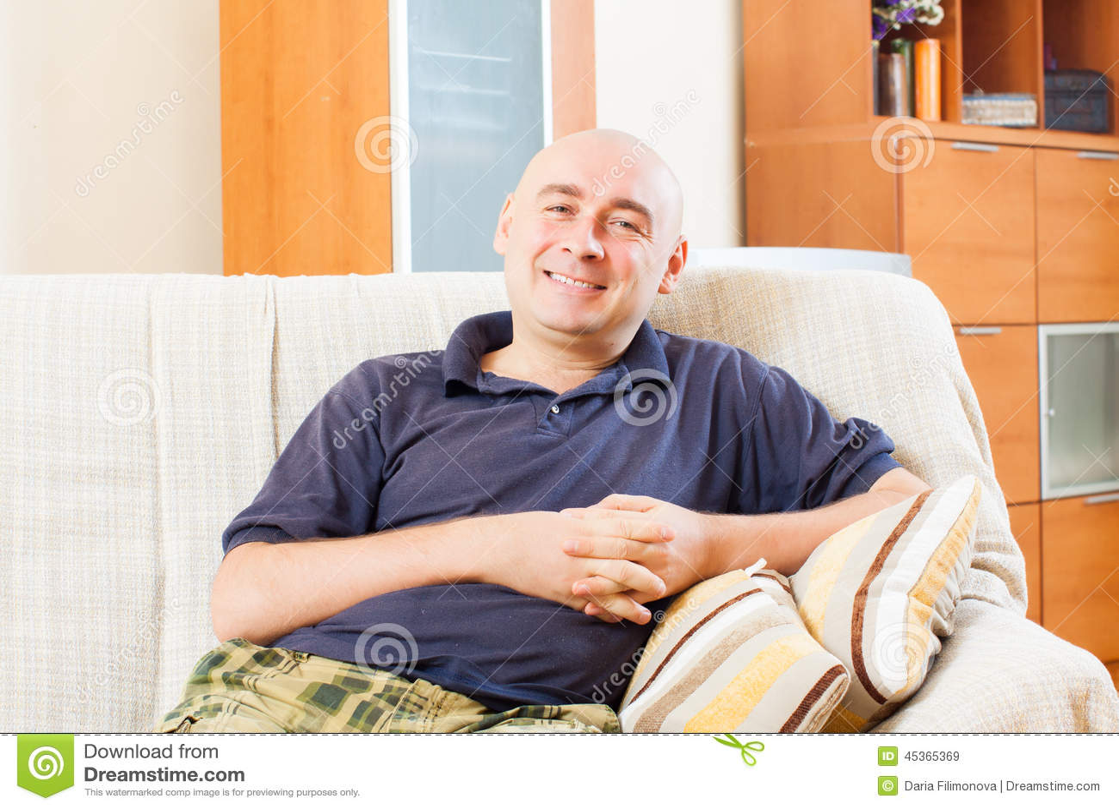 Homme adulte heureux