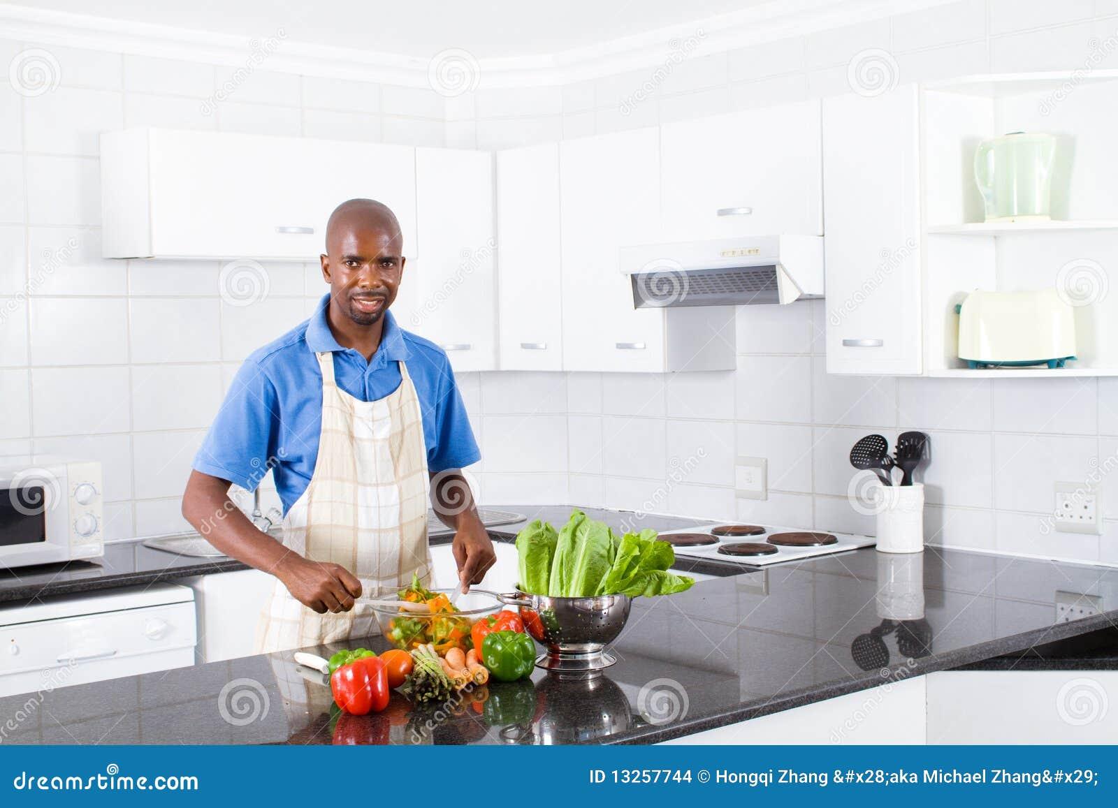 Homme Africain Dans La Cuisine Photo Stock Image Du Dans Africain 13257744