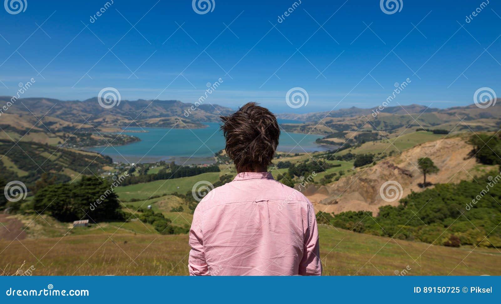 Homme appréciant la vue, Nouvelle-Zélande
