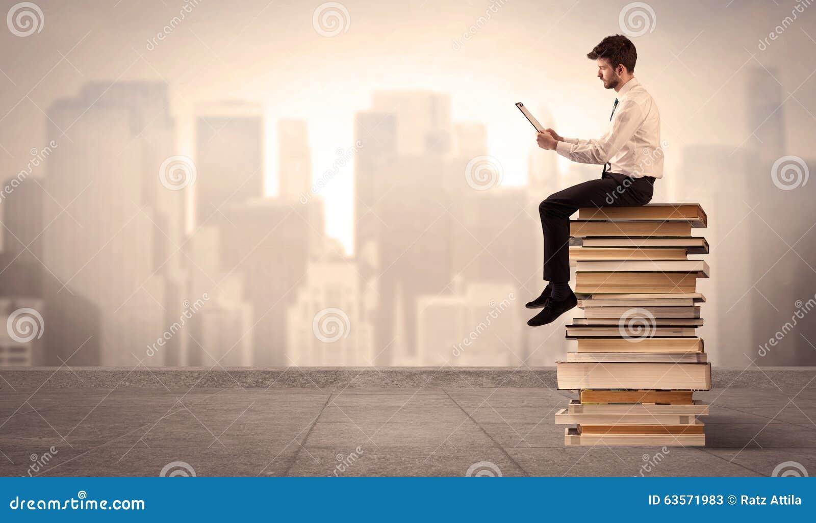 homme au dessus de la ville se reposant sur des livres photo stock image 63571983. Black Bedroom Furniture Sets. Home Design Ideas