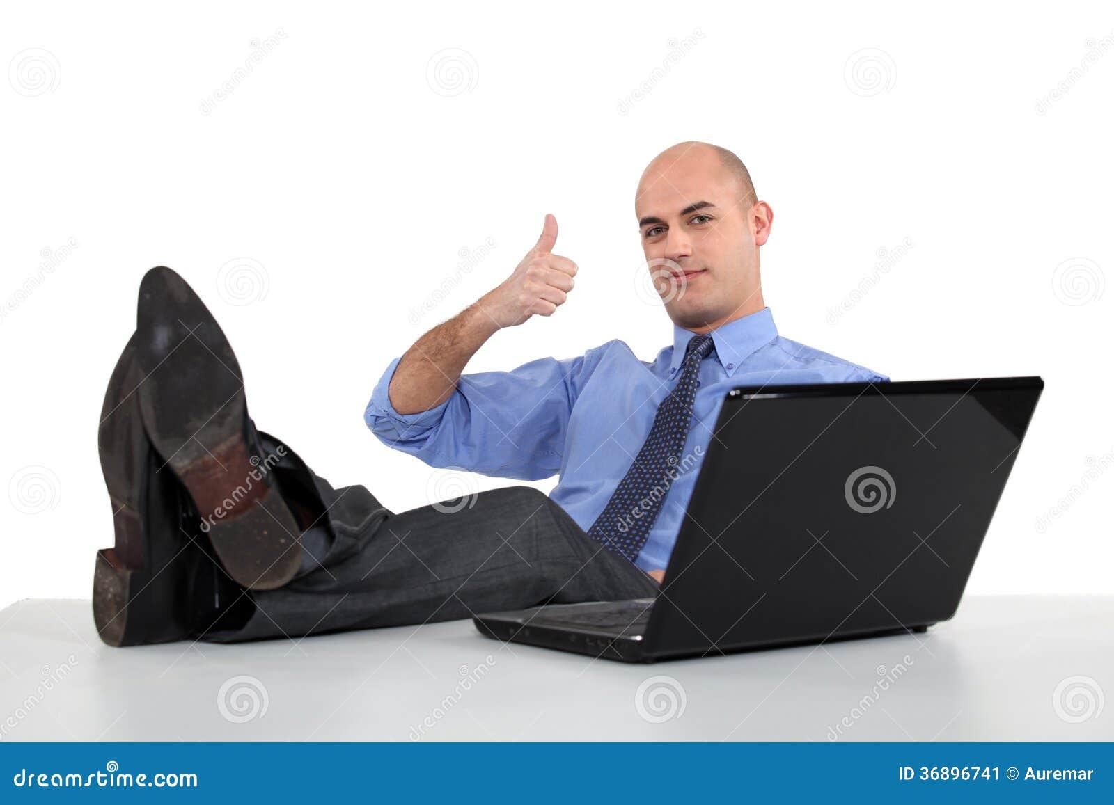 Homme Avec Des Pieds Sur La Table Image Stock Image Du Bureau