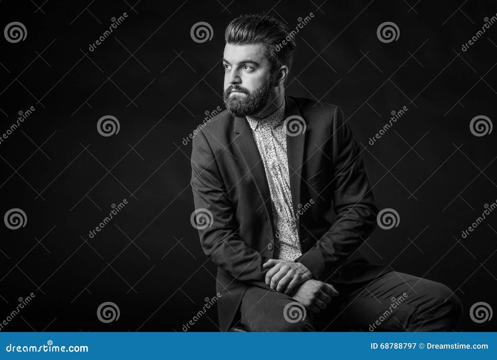 homme avec la barbe noire et blanche photo stock image 68788797. Black Bedroom Furniture Sets. Home Design Ideas