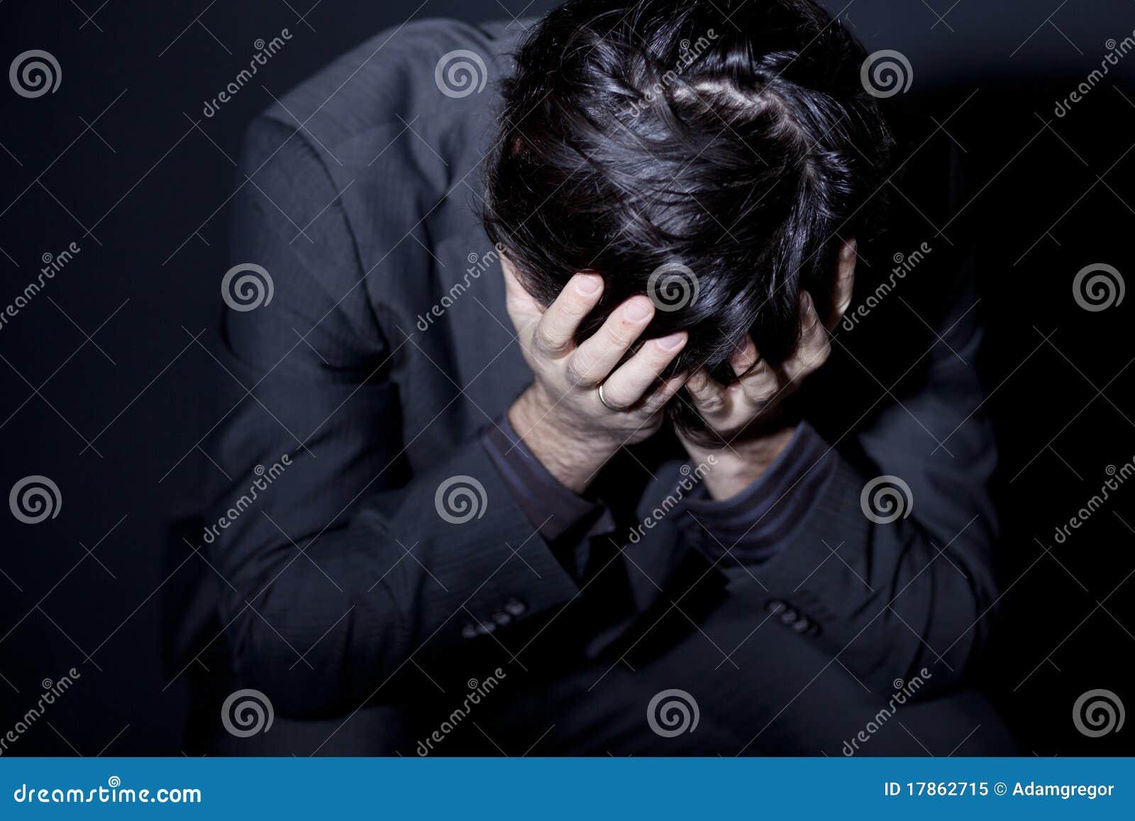Homme avec la dépression