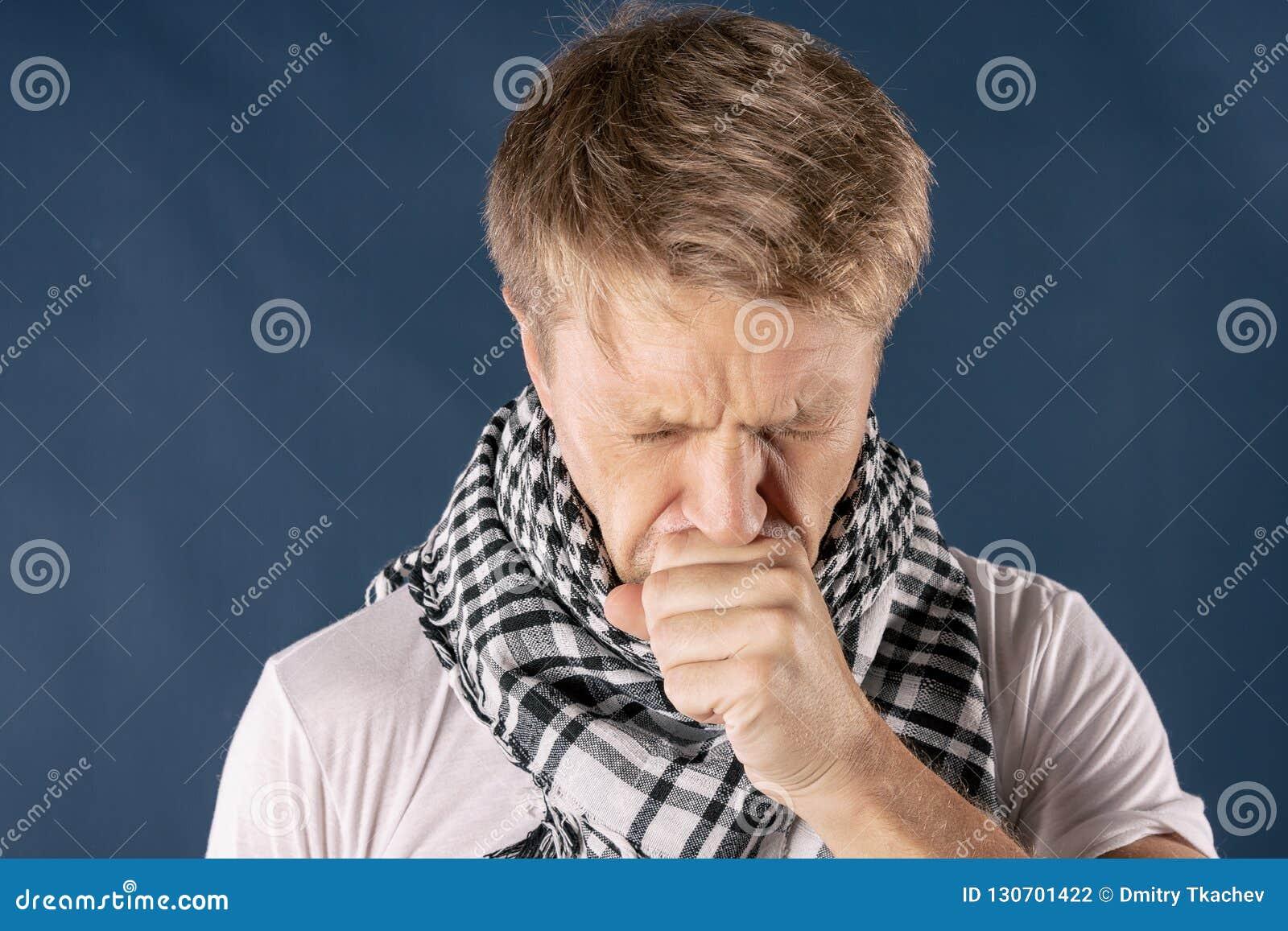 Homme avec la maladie de froid et de grippe souffrant d un mal de tête et d une toux Fond pour une carte d invitation ou une féli