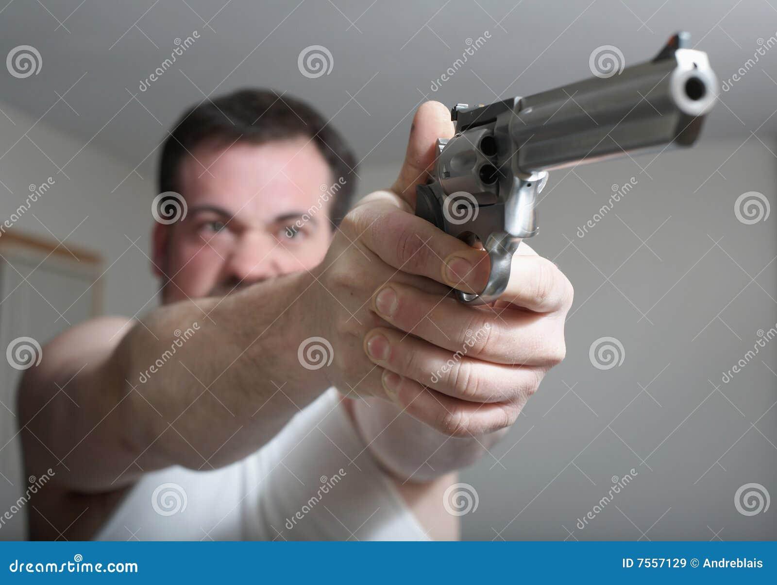 Homme avec le canon