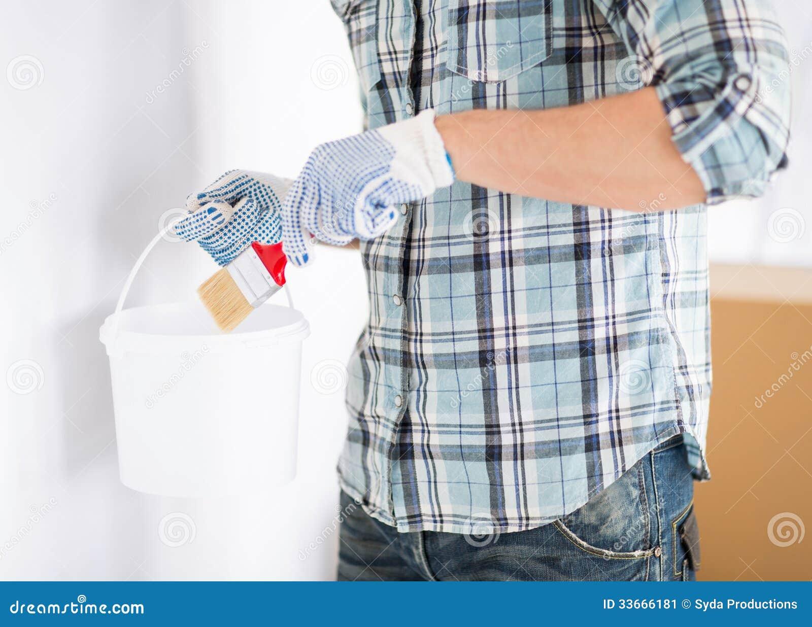 homme avec le pinceau et le pot image stock image 33666181