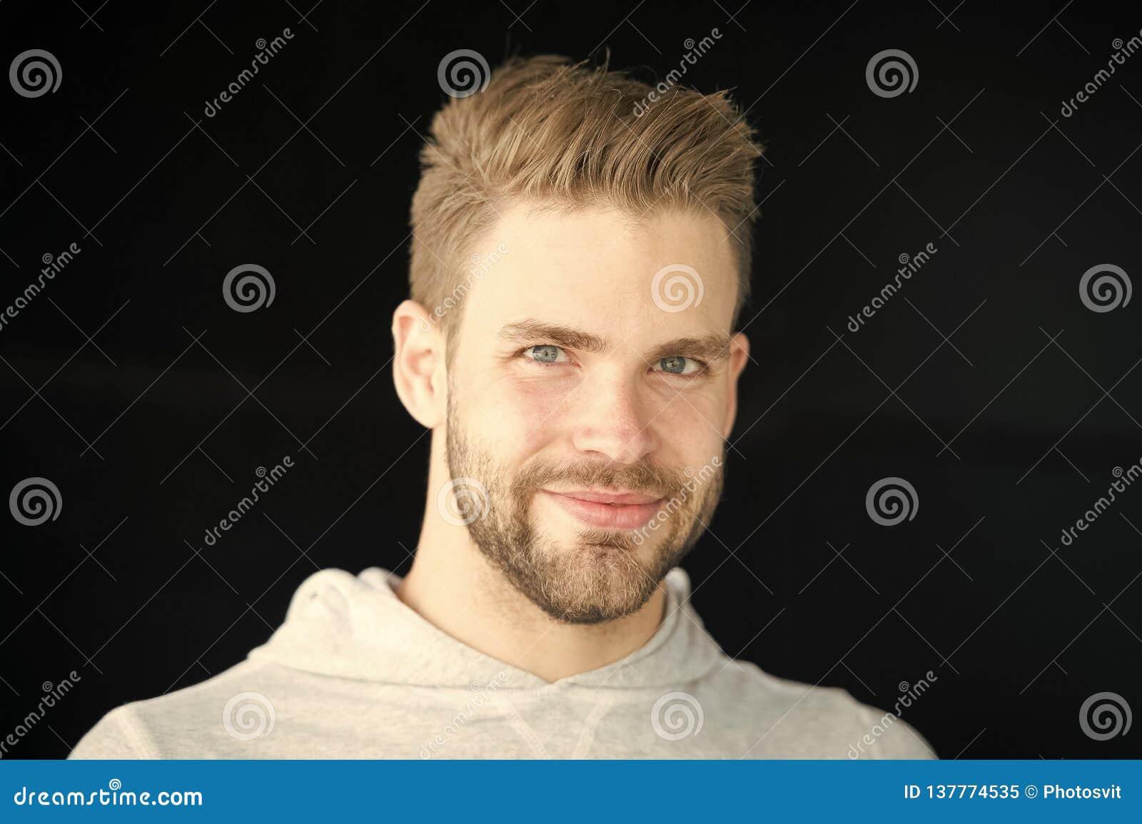 Coiffures pour hommes et type de poils sur le visage