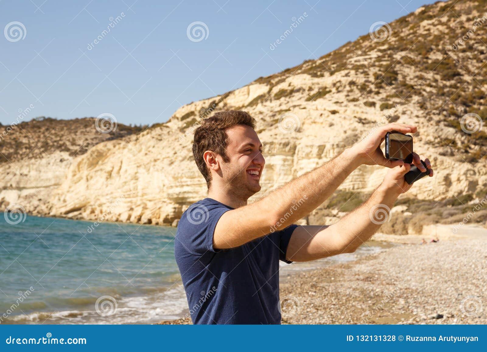 Homme avec le smartphone