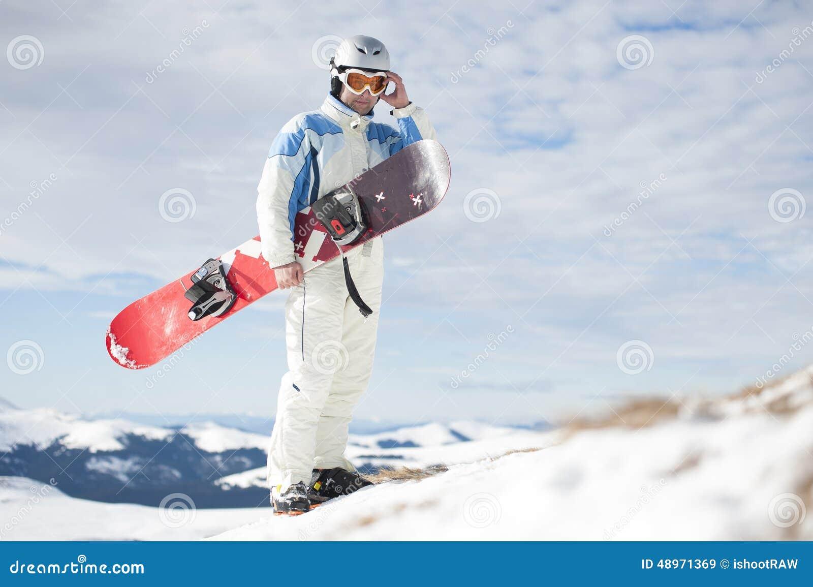 Homme avec le snowboard