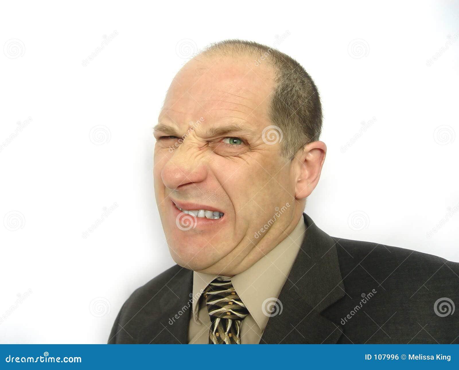 Homme avec le visage fâché