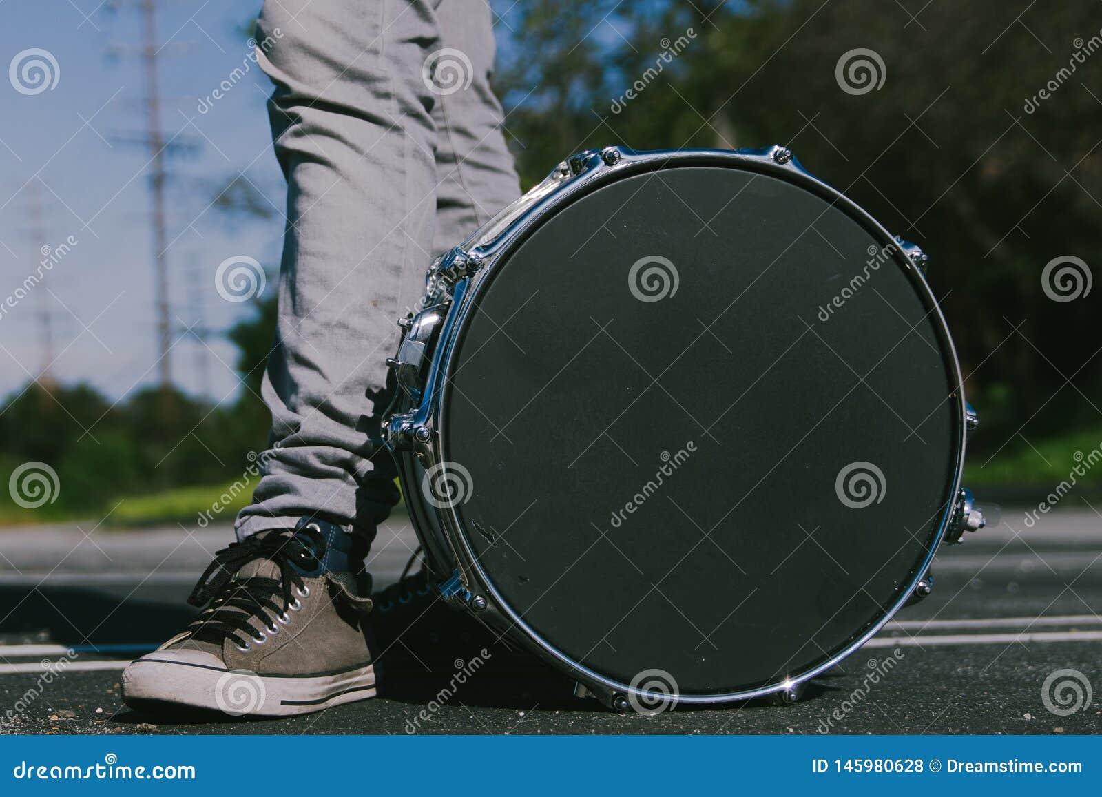 Homme avec un tambour