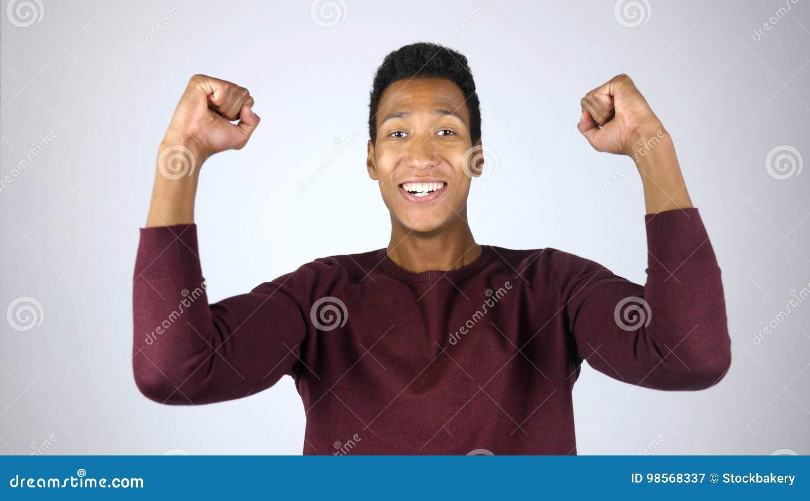 Homme célébrant le succès, accomplissement, excitation, gagnant