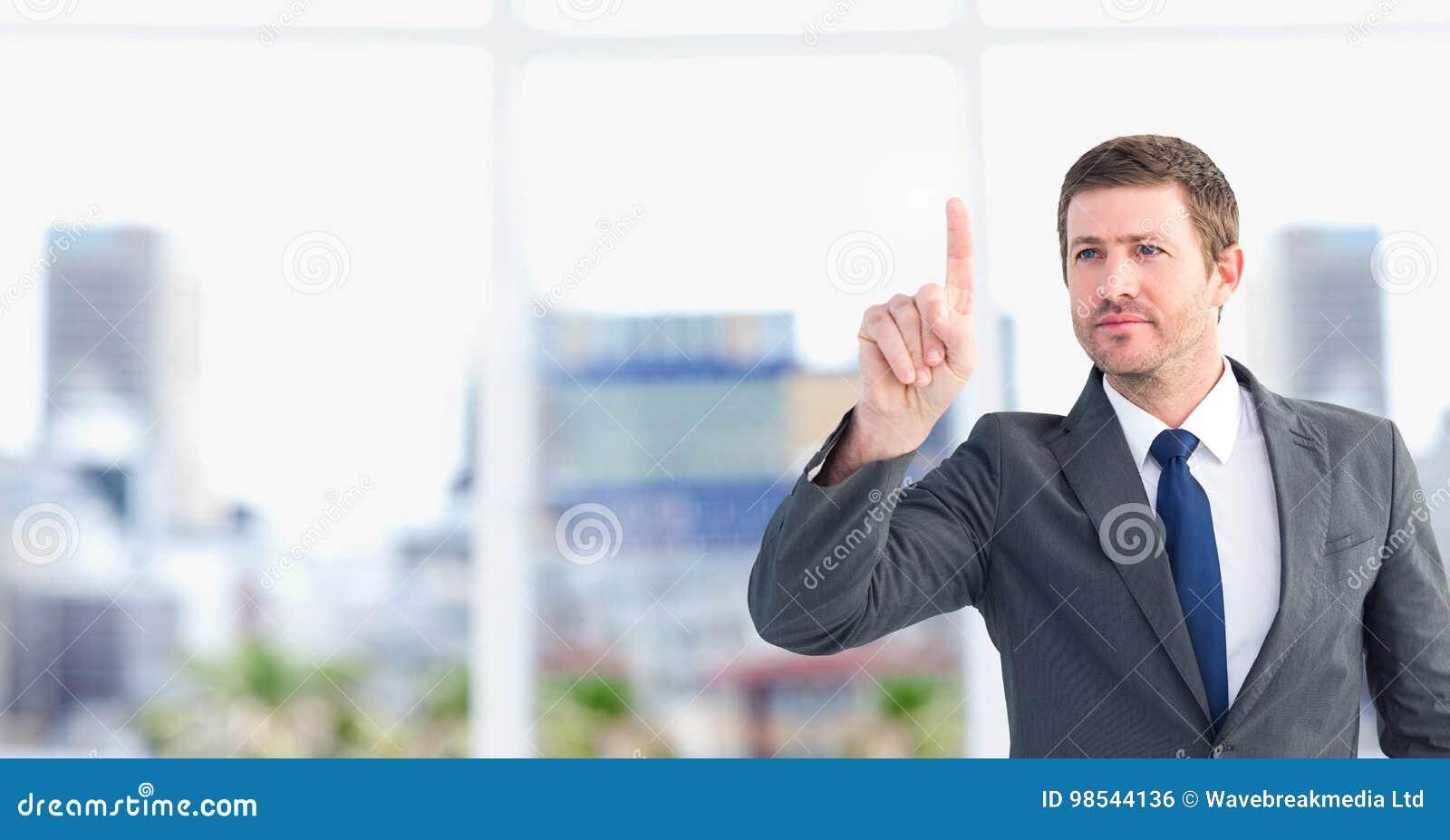 Homme d affaires agissant l un sur l autre avec de l air