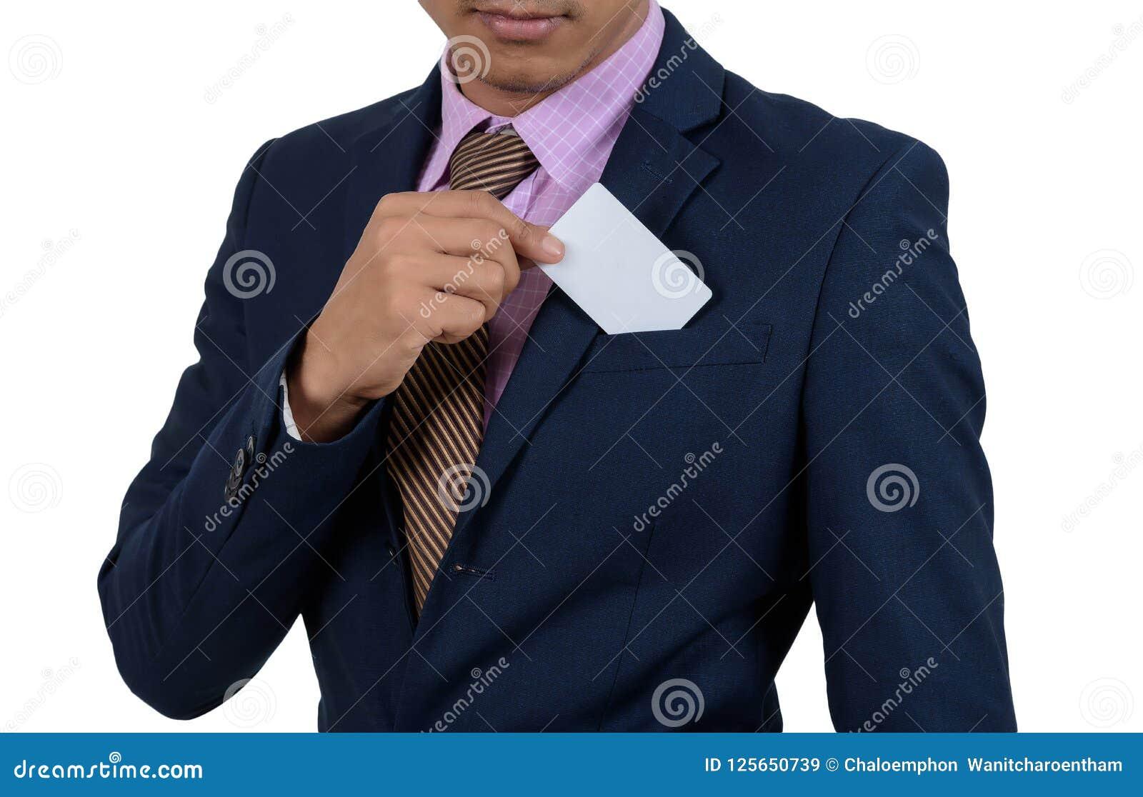Homme d affaires asiatique montrant la carte vierge à la main sur un backgrou blanc