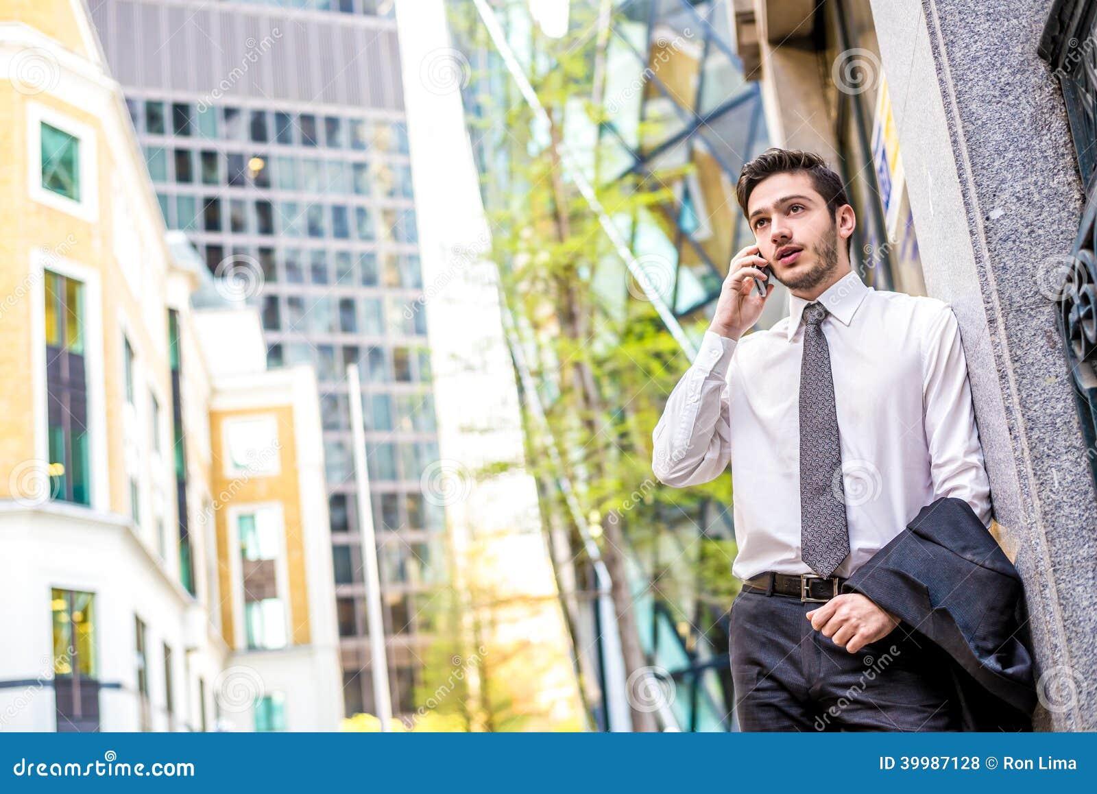 Homme d affaires au téléphone