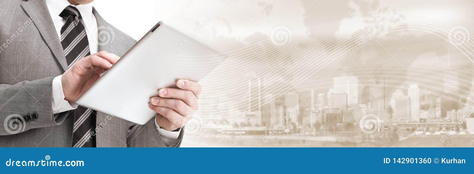 Homme d affaires avec l ordinateur de tablette