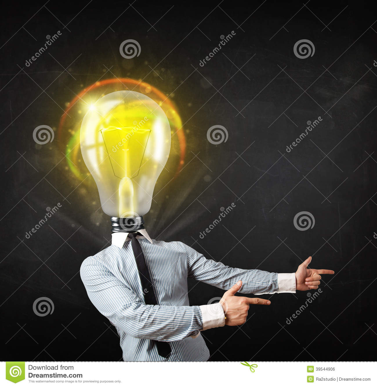 homme-d-affaires-avec-le-concept-de-t%C3%AAte-d-ampoule-39544906.jpg