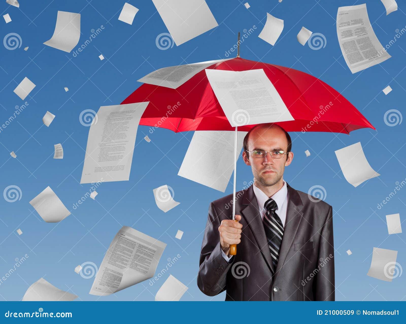 Homme d affaires avec le parapluie rouge