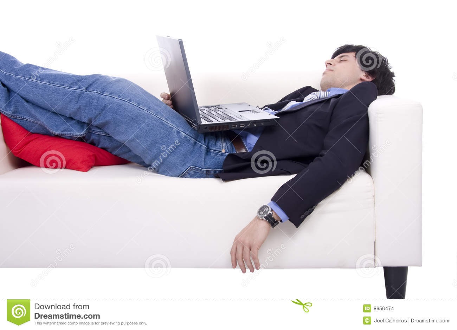 Homme d affaires avec le sommeil d ordinateur portatif
