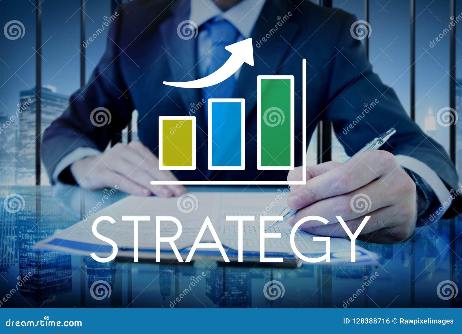Homme d affaires avec le texte de stratégie et le recouvrement croissant de graphique