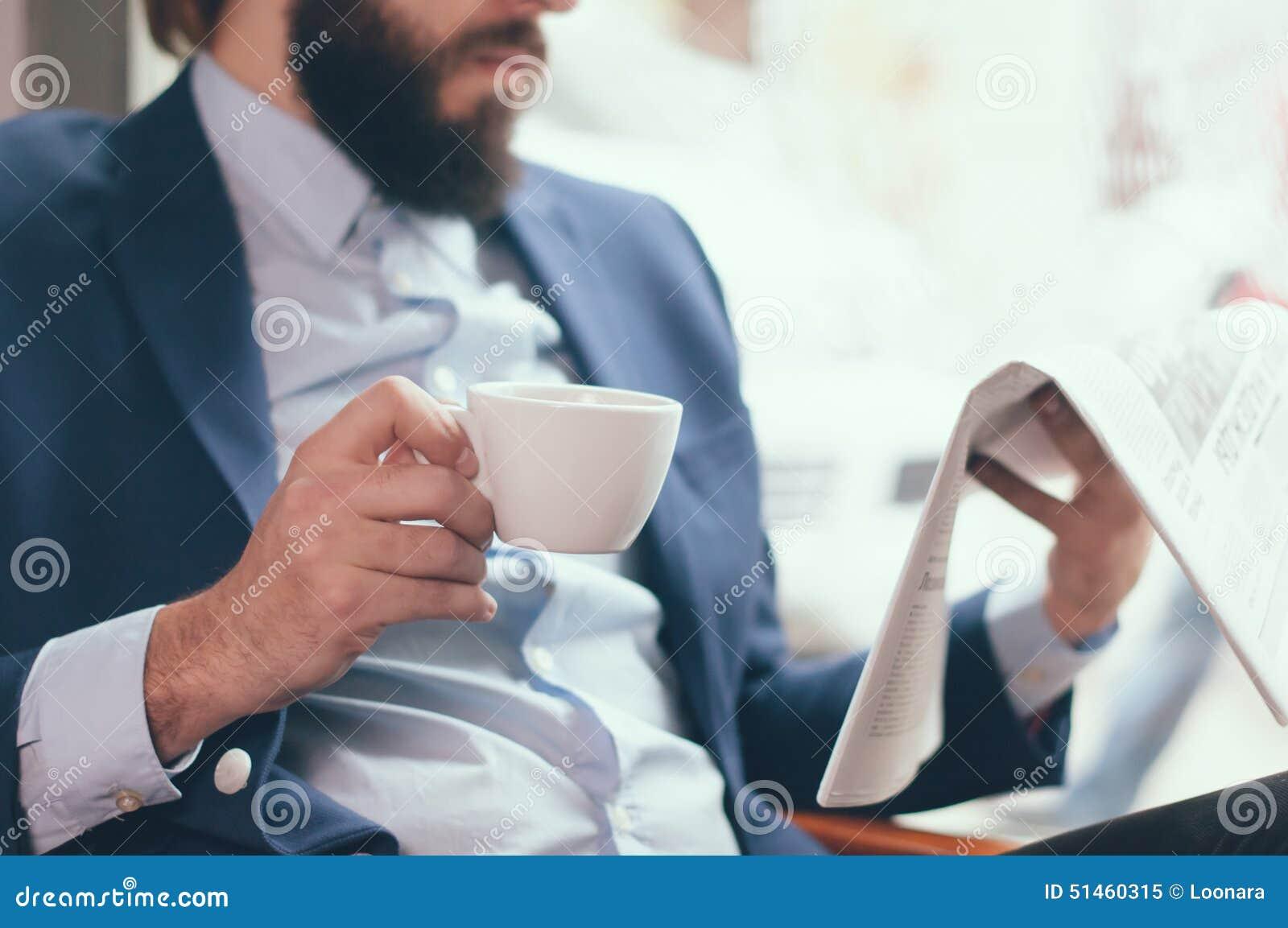Homme d affaires en café