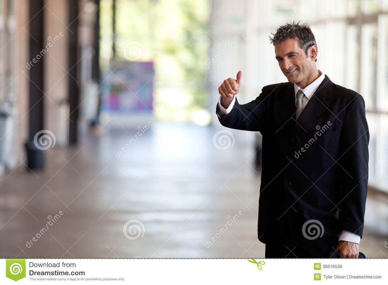 Homme d affaires Gesturing Thumbs Up