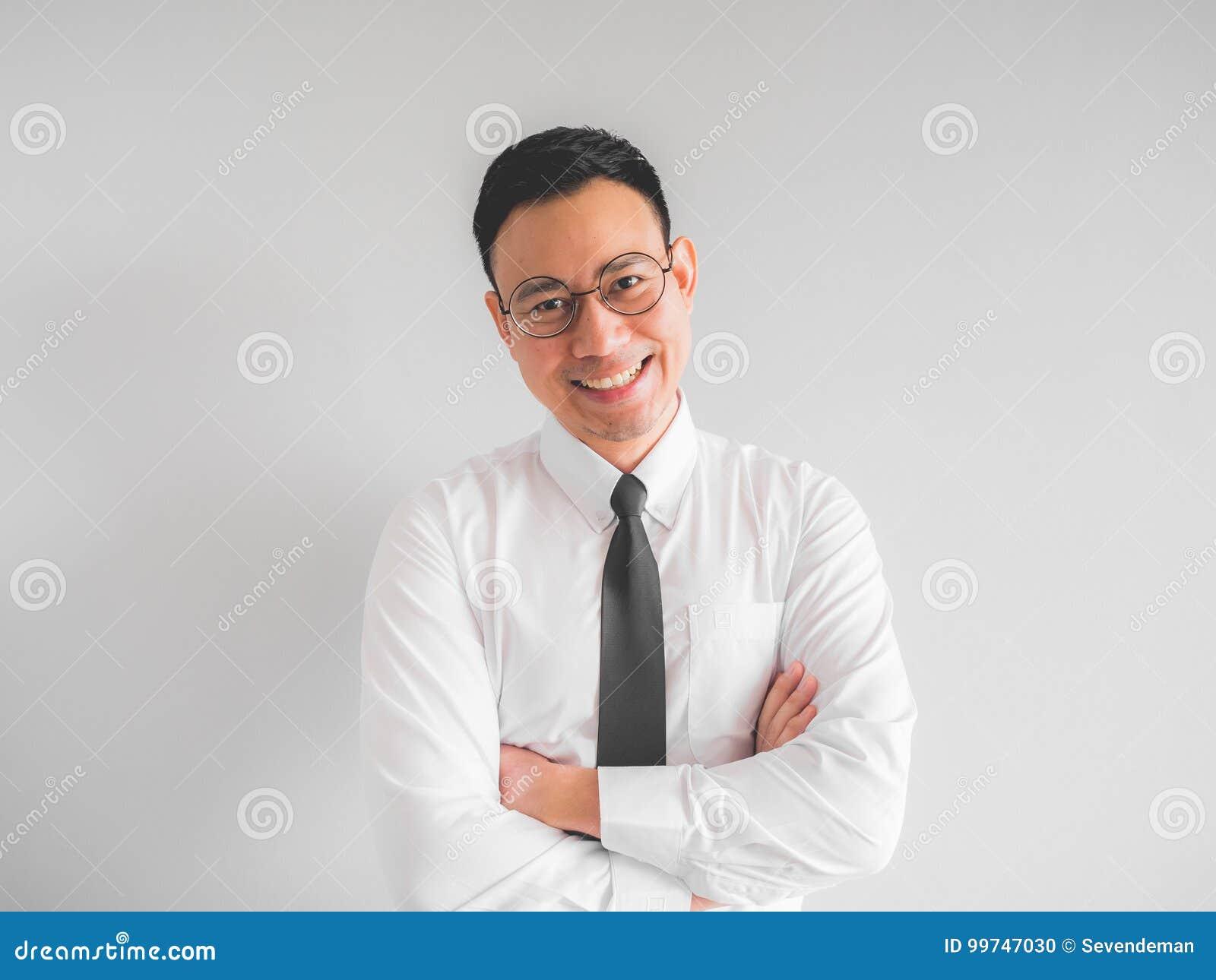 Homme d affaires heureux des employés dans l uniforme de bureau