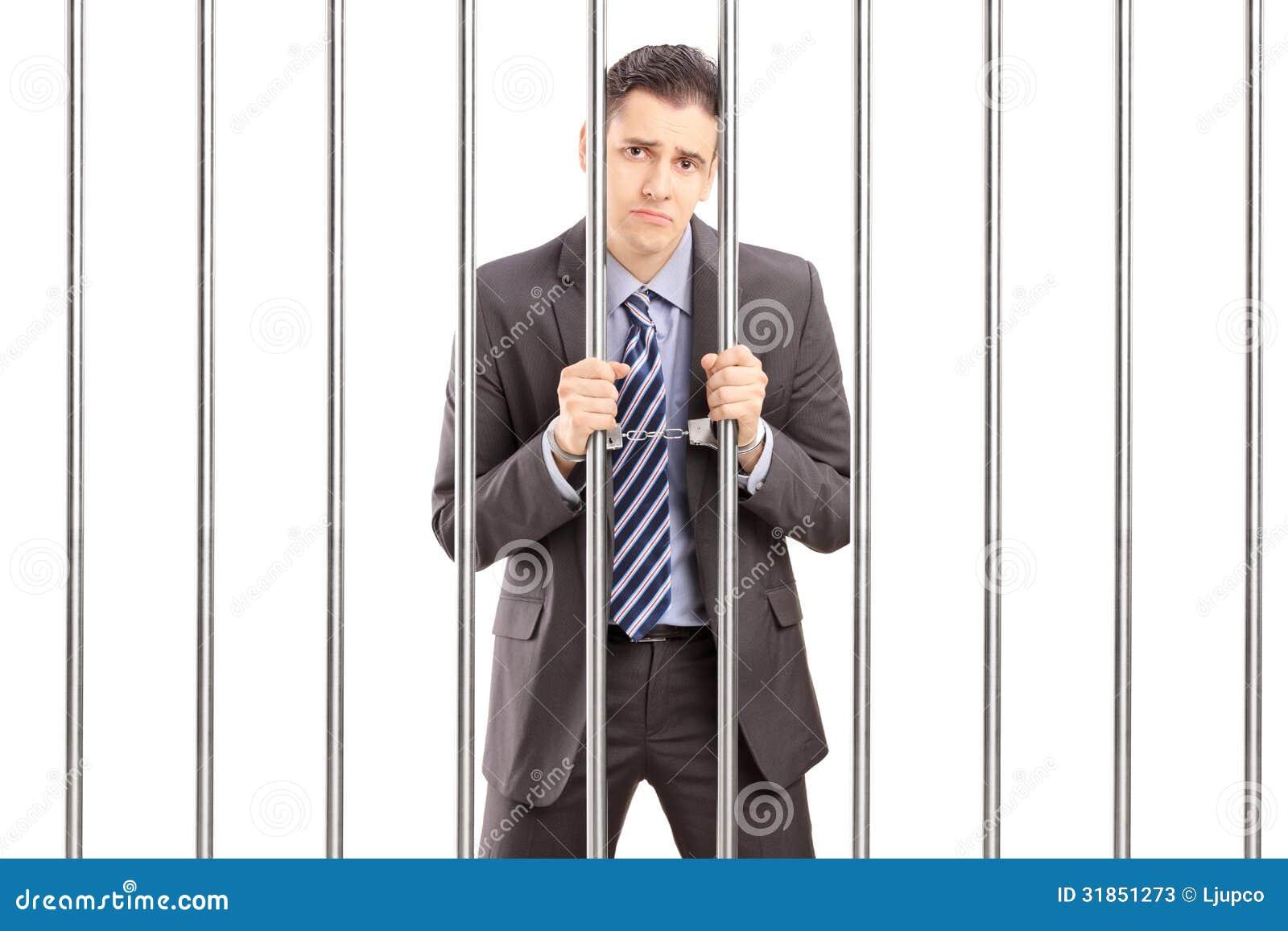 homme d 39 affaires menott triste dans le costume posant en prison et tenant le ba image stock. Black Bedroom Furniture Sets. Home Design Ideas