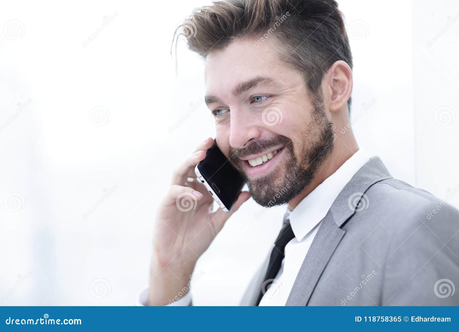 Homme d affaires parlant sur le téléphone portable
