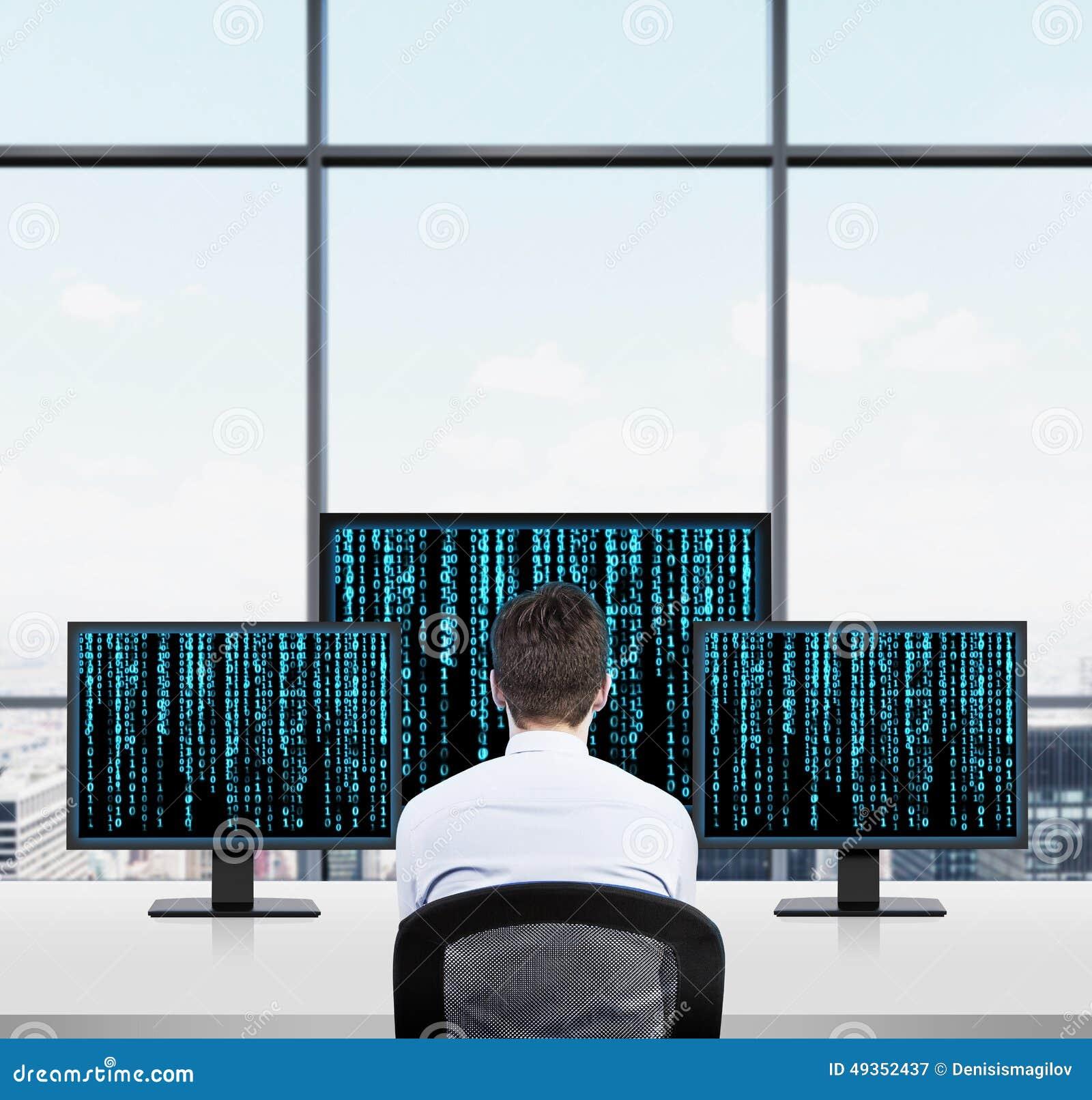 Homme d affaires regardant à la matrice