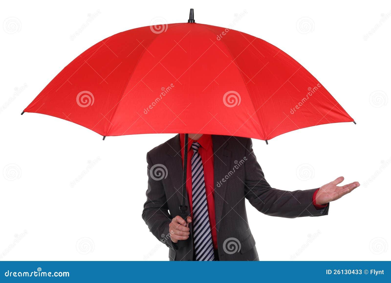 Homme d affaires retenant le parapluie rouge