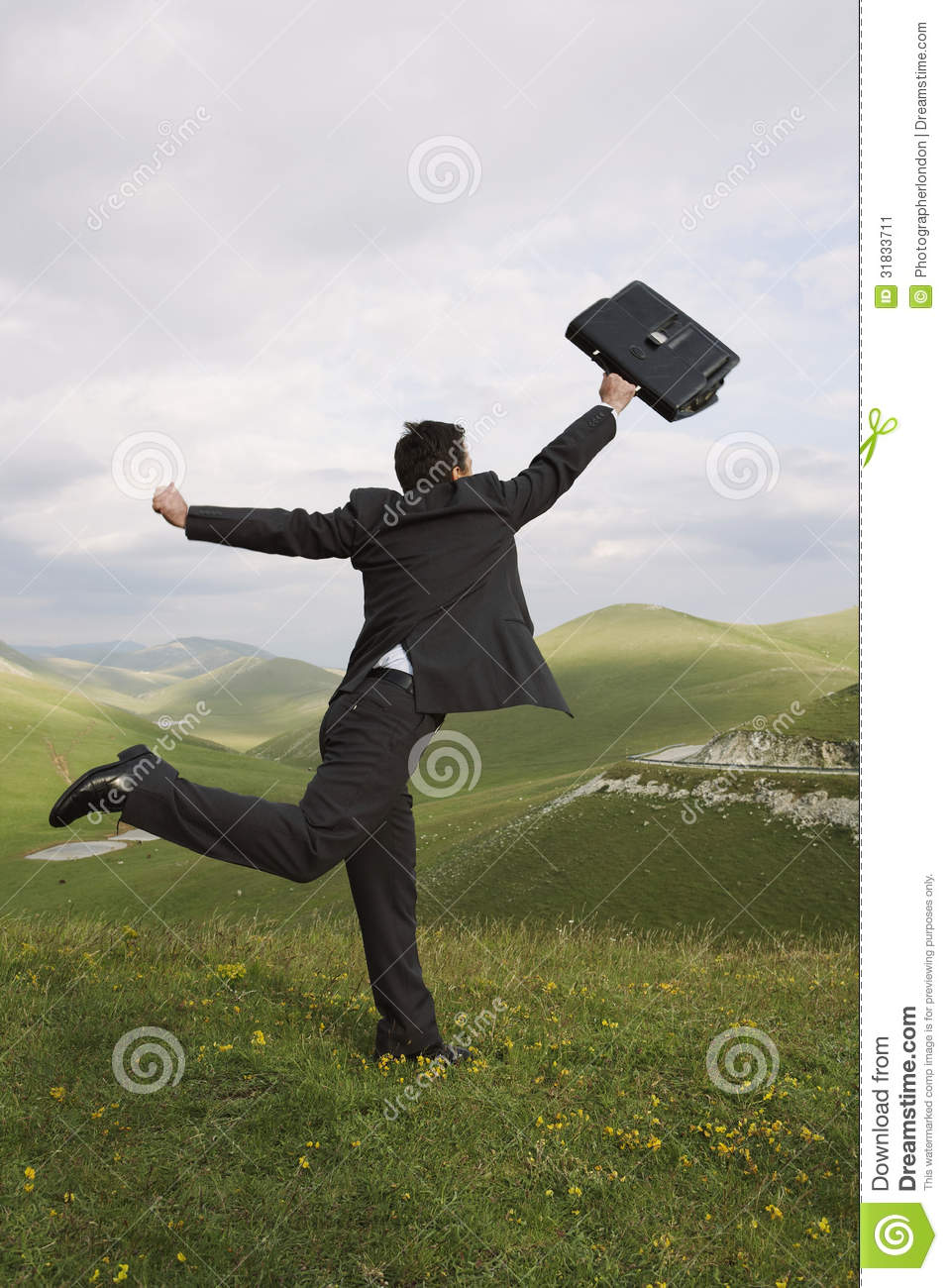 Homme d affaires Running With Briefcase dans le domaine