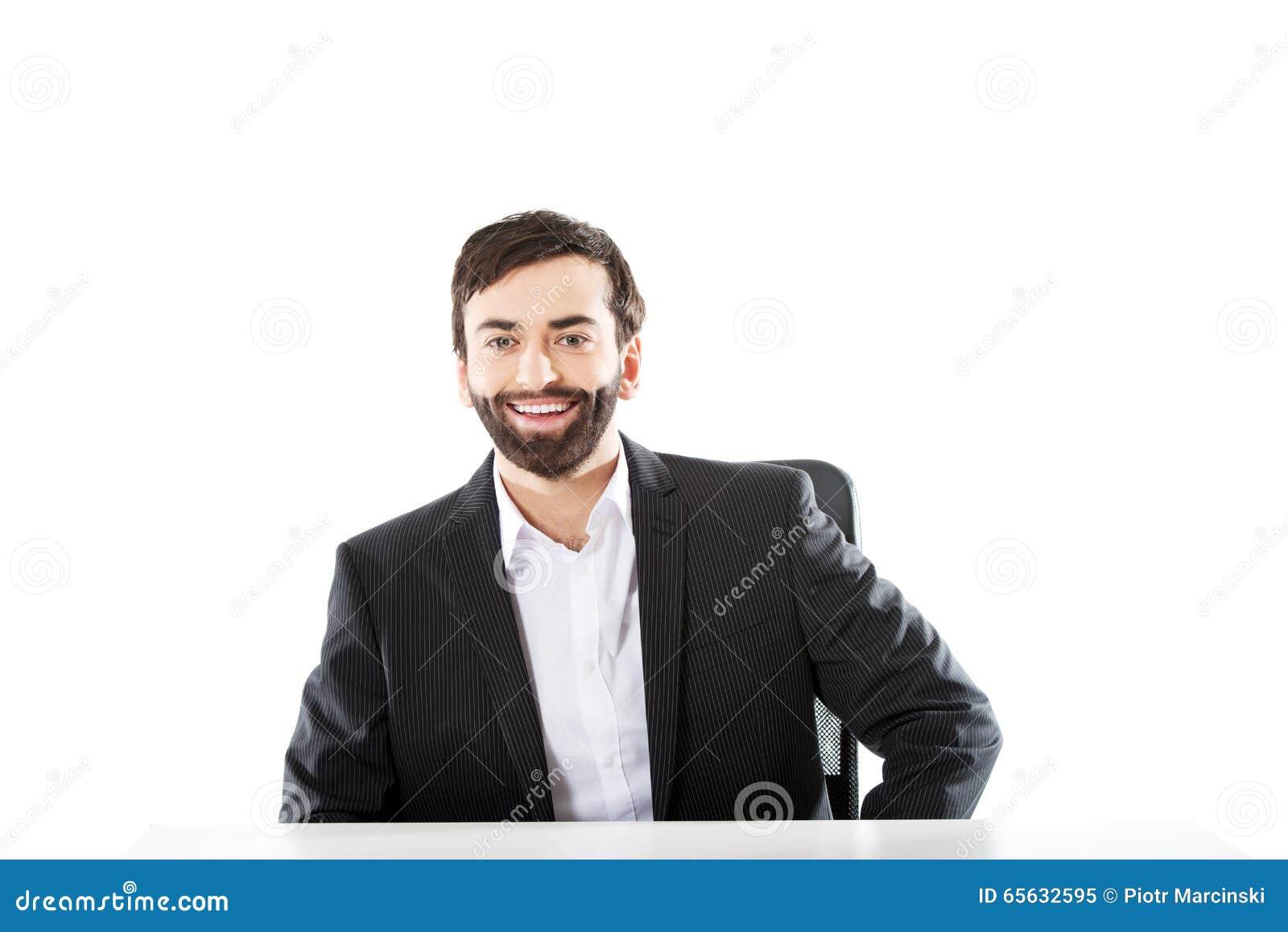 Homme d affaires s asseyant au bureau