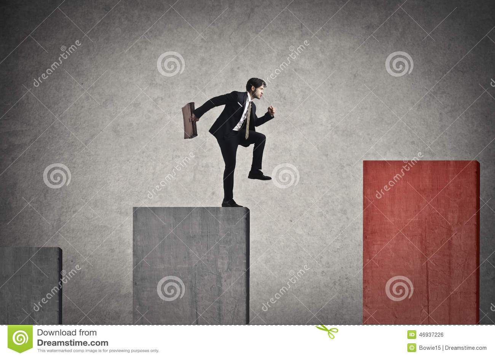 Homme d affaires sautant