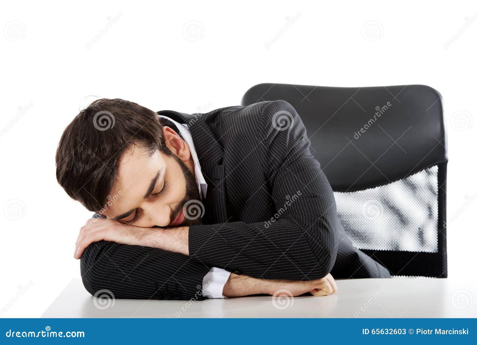 Homme d affaires se reposant au bureau