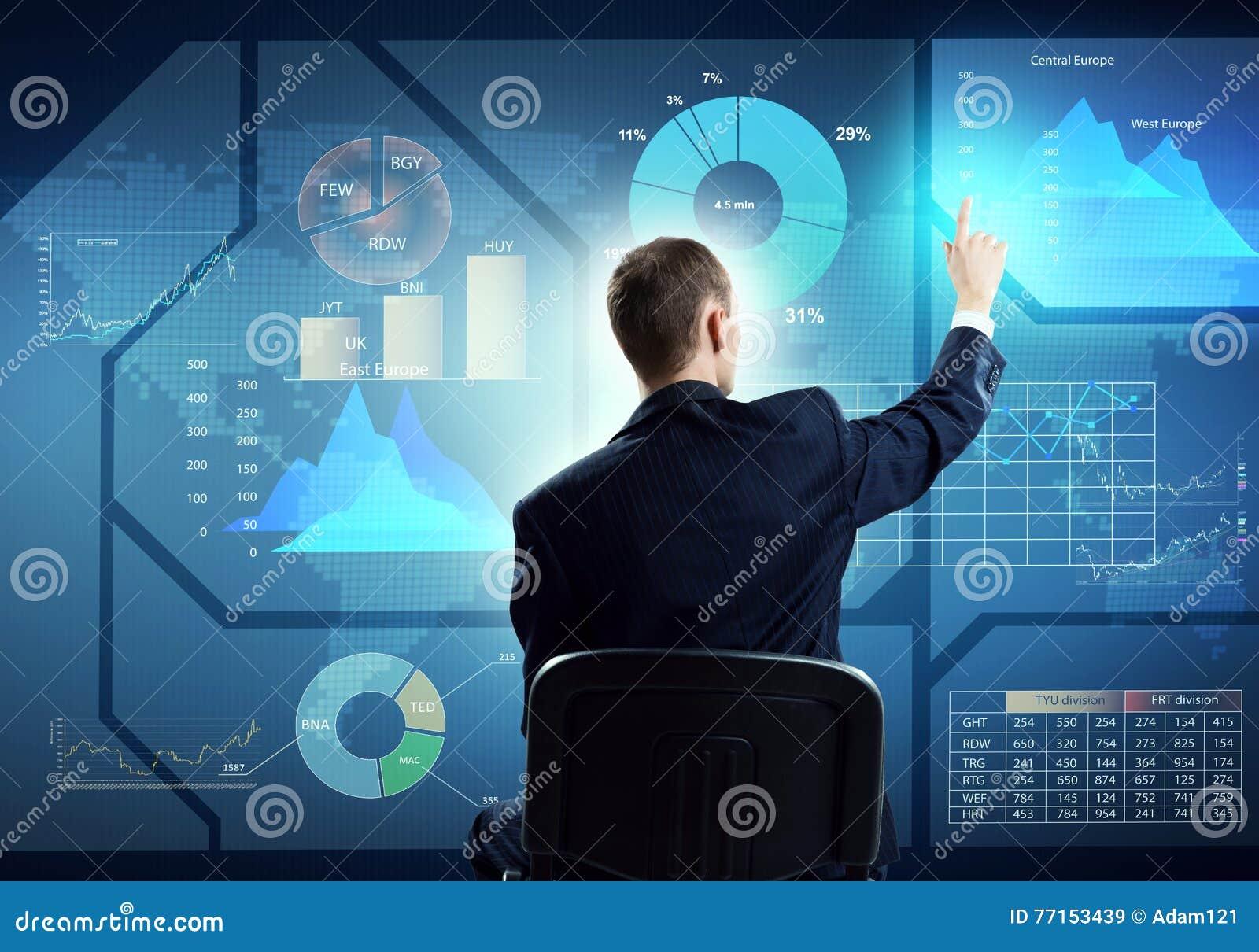 Homme d affaires utilisant l interface de media