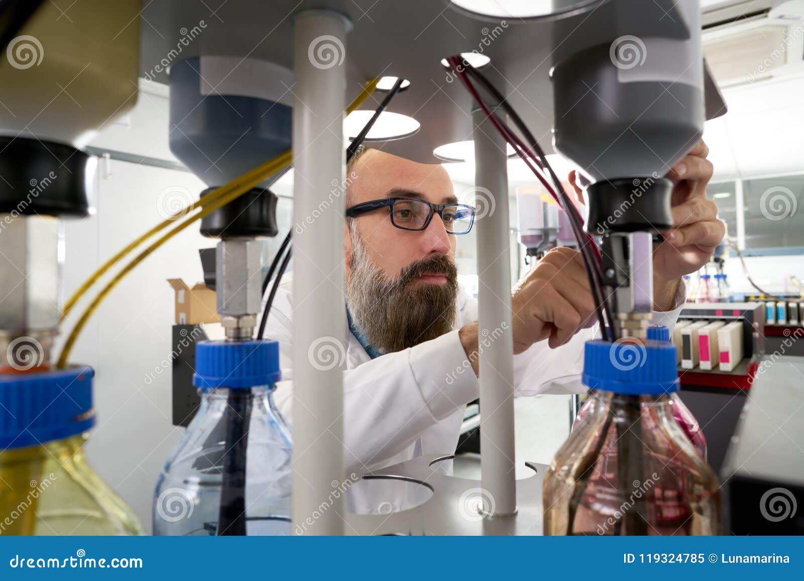 Homme d Espertise dans le traceur d industrie de l imprimerie de transfert