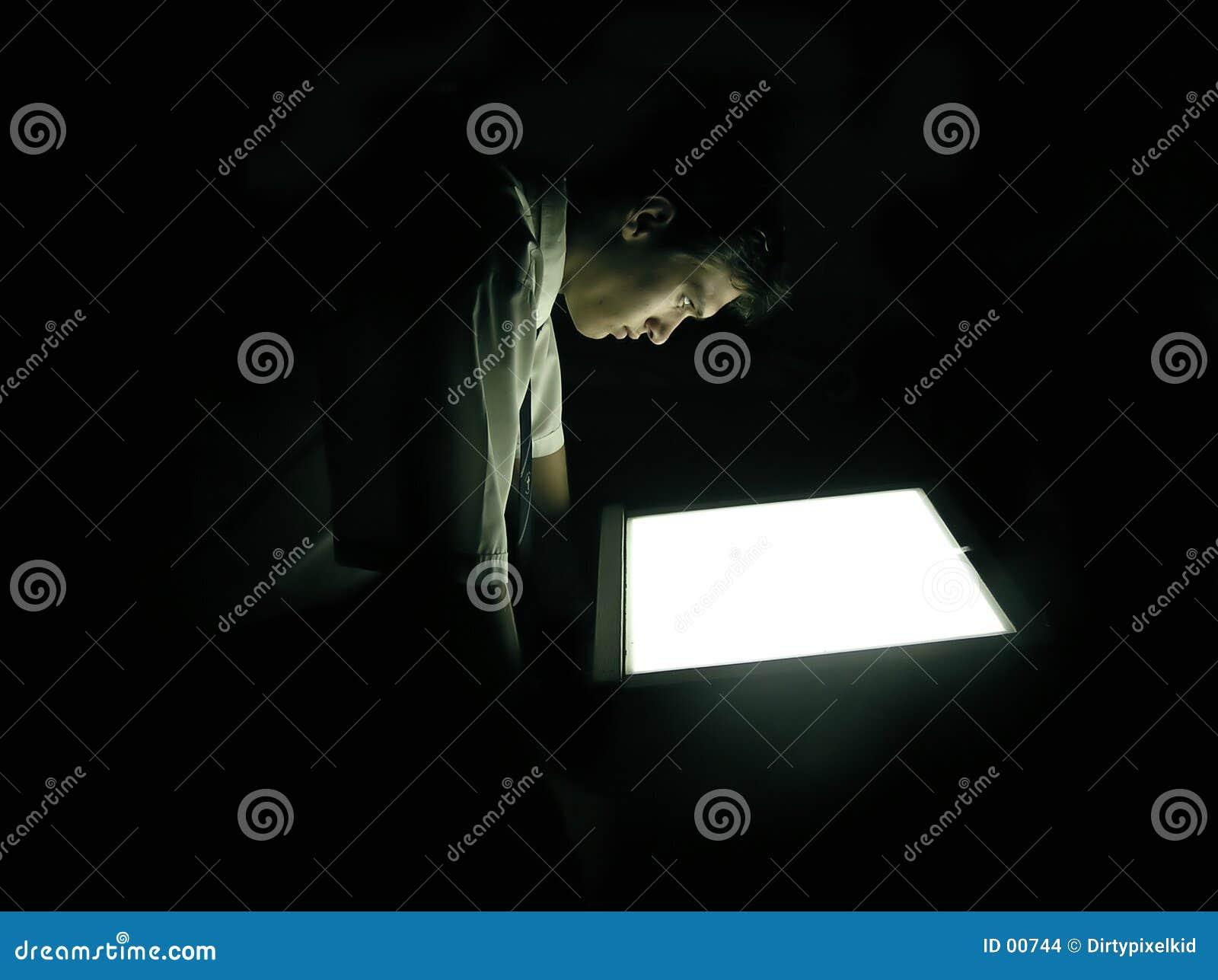 Homme dans l obscurité