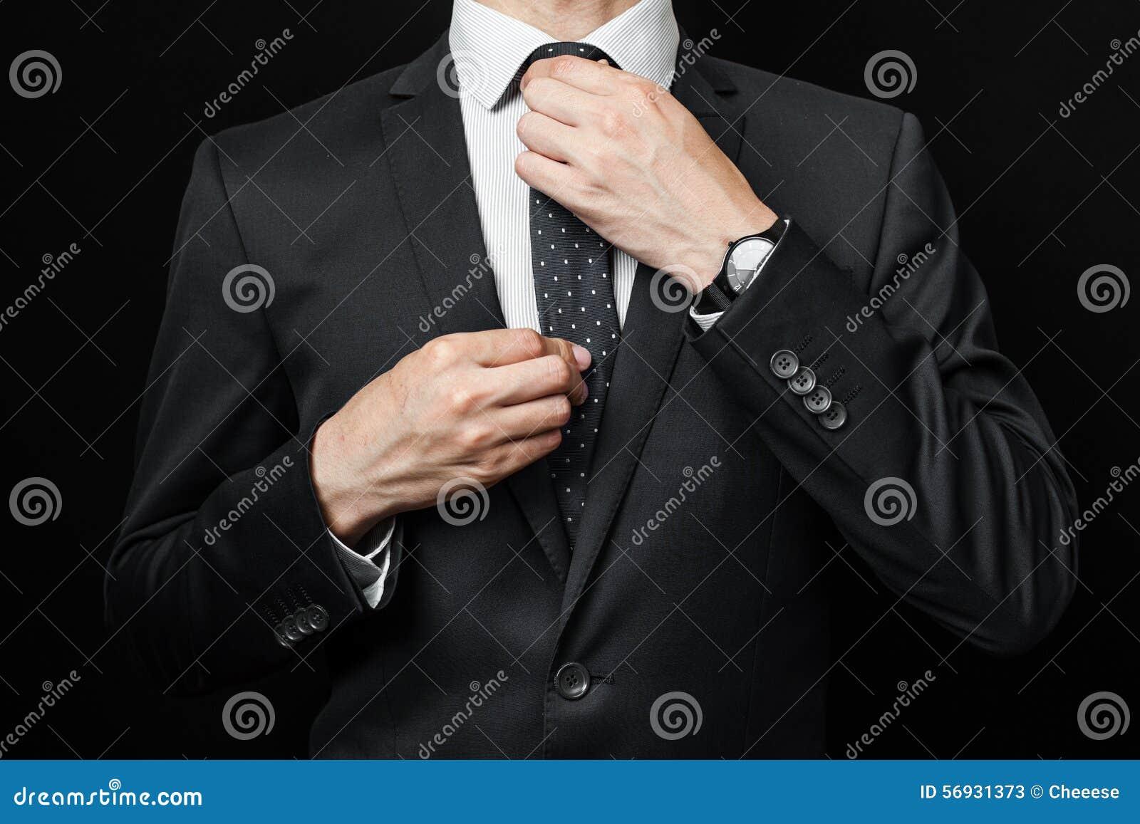 Costume Noir Un Du Image Stock Le Dans Sur Homme Fond kPiwuZOXT