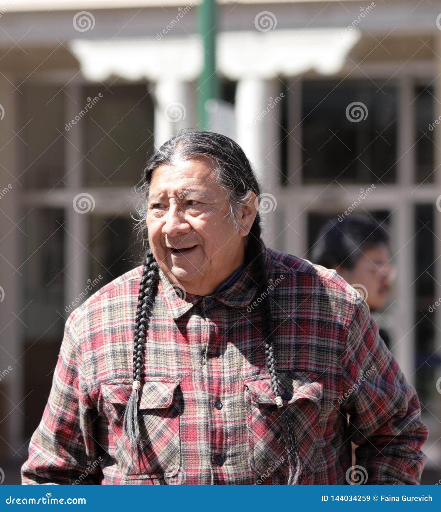 Homme de Navajo sur la rue de Santa Fe, Nouveau Mexique