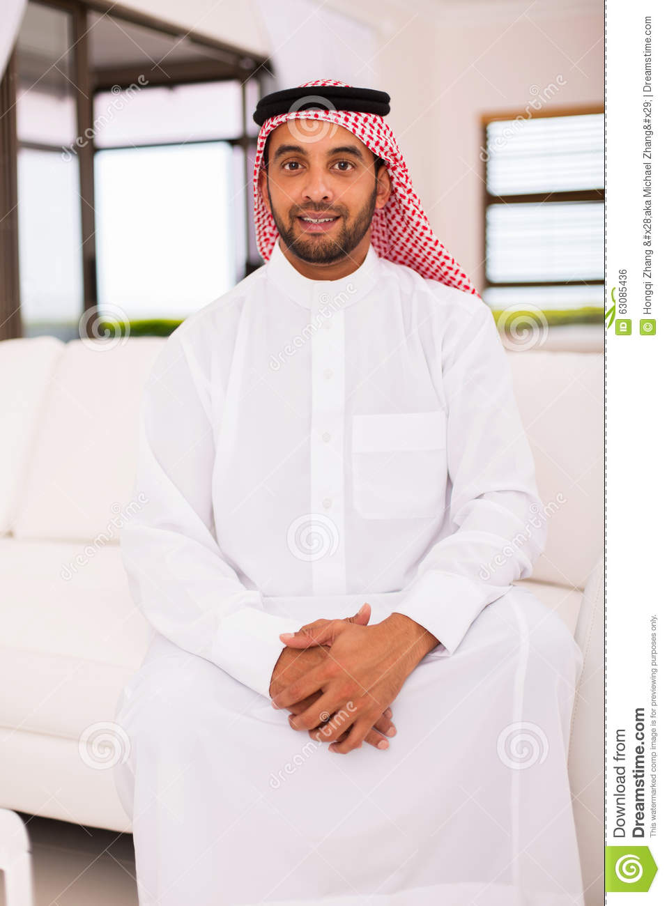 Download Homme du Moyen-Orient photo stock. Image du regarder - 63085436