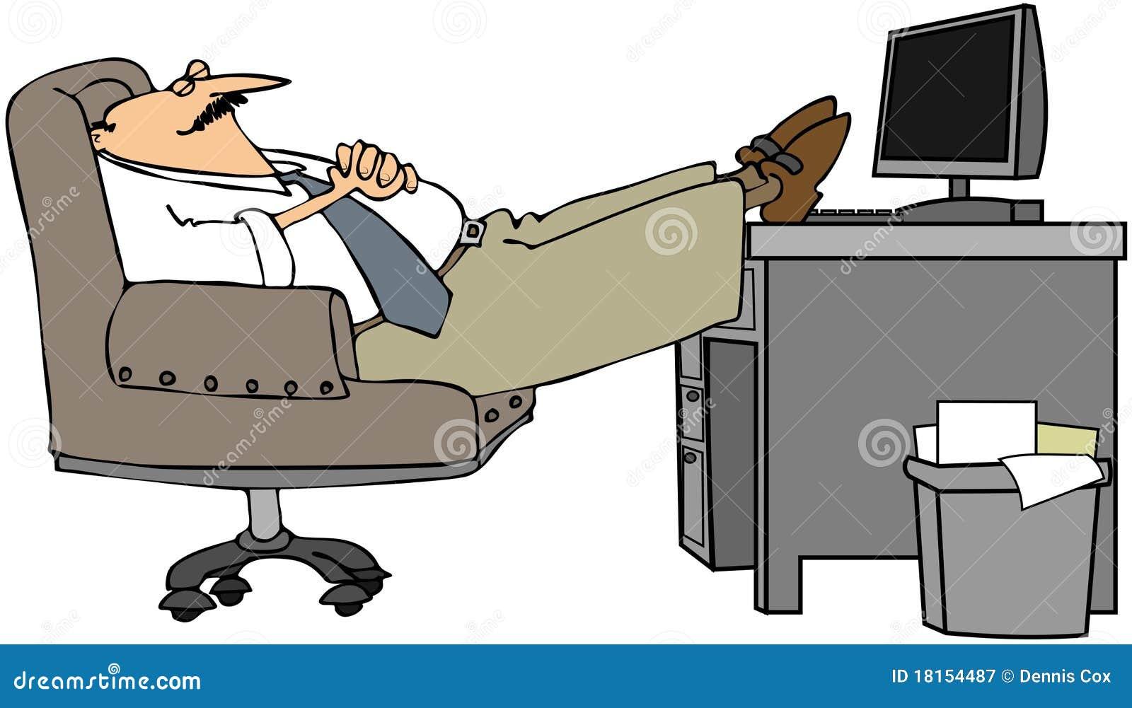 Homme en sommeil à son bureau