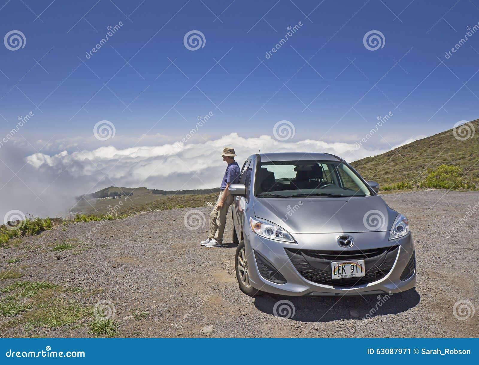 Download Homme Et Voiture Sur La Route De Montagne Hawaï, Maui Photo éditorial - Image du route, nature: 63087971