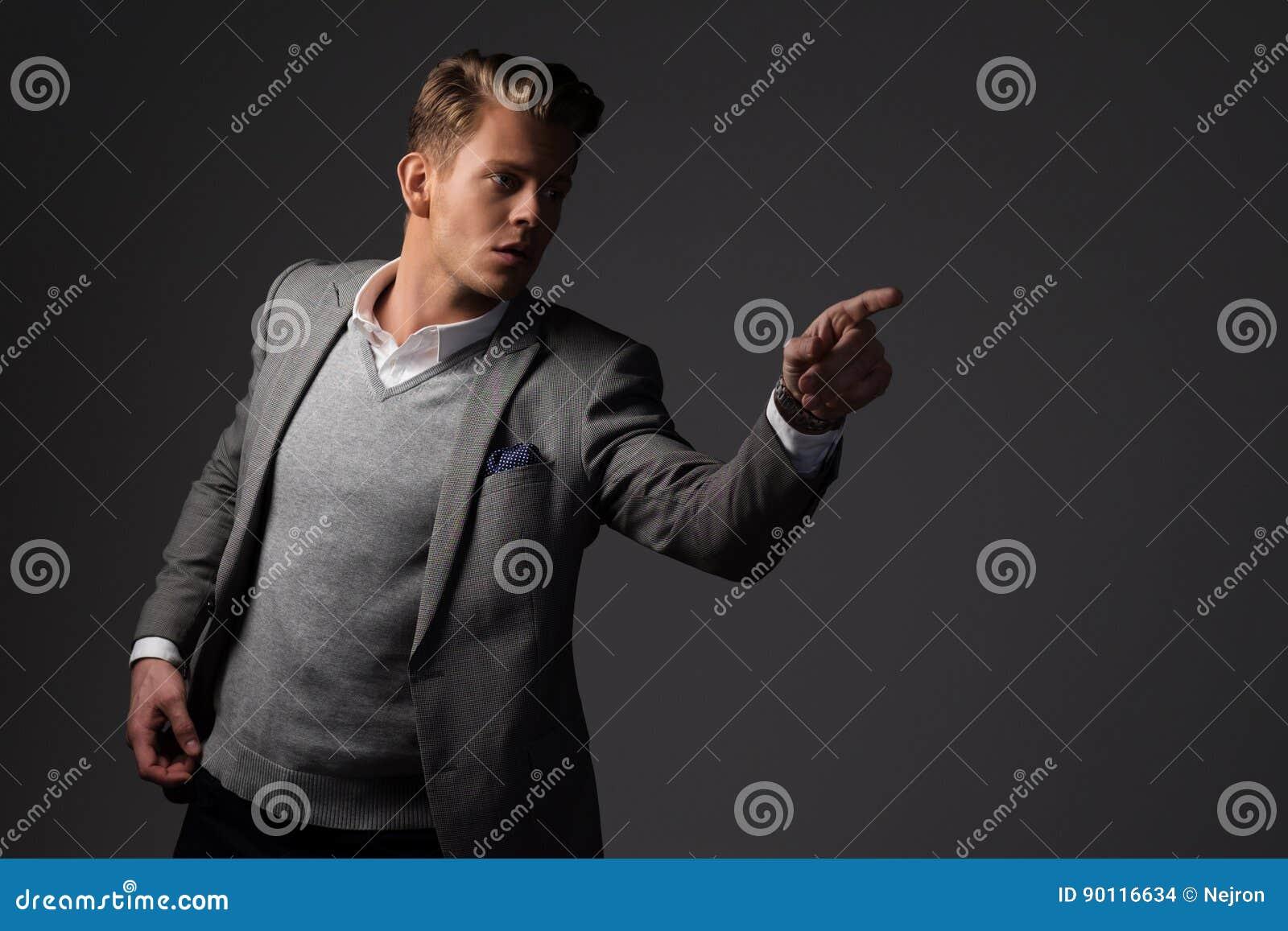 Image Sûr Par Photo Homme Stock Dièse Dans Habillé Veste Grise La UTUqgwC